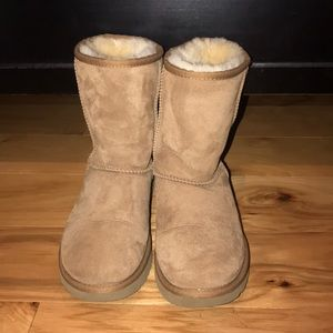 Classic Ugg short boots size 6 women